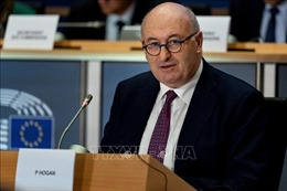 Ủy viên EU phụ trách thương mại từ chức do vi phạm các quy định y tế