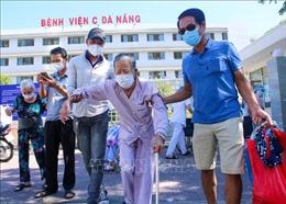 Nhiều bệnh nhân xuất viện sau khi gỡ phong tỏa Bệnh viện C Đà Nẵng