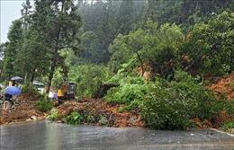 Mưa lớn gây sạt lở nhiều tuyến đường ở Lào Cai