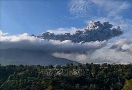 Núi lửa Sinabung phun trào trở lại