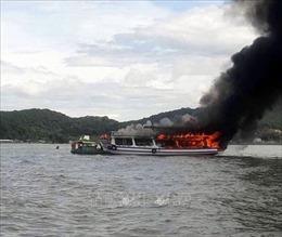 Cháy tàu chở khách du lịch trên biển Kiên Giang, 25 người thoát chết