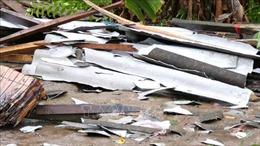 Mưa lớn kèm theo lốc xoáy làm sập, tốc mái gần 90 căn nhà tại Bạc Liêu