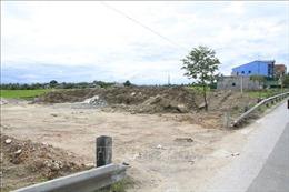 Người dân tự ý phá tường hộ lan để làm đường đấu nối vào Quốc lộ 1A