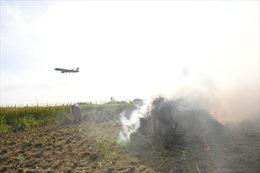 Tăng trách nhiệm của địa phương trong ngăn chặn đốt rơm rạ tại khu vực sân bay