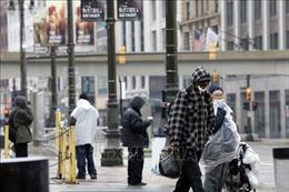Dịch bệnh COVID-19 'âm ỉ' trên khắp nước Mỹ khi mùa cúm tới