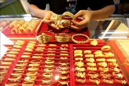 Giá vàng châu Á chạm mức thấp nhất trong 6 tuần