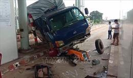 Ba vụ tai nạn liên tiếp trong đêm khiến năm người bị thương vong