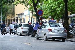 Từ ngày 15/9 khôi phục biển cấm xe taxi trên 10 tuyến đường Hà Nội