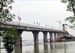 Hợp long cầu Cửa Hội nối 2 tỉnh Nghệ An, Hà Tĩnh