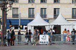 Số ca mắc COVID-19 phải điều trị trong khu chăm sóc đặc biệt tại Pháp tăng vọt