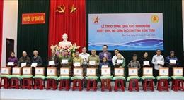 Trao quà tặng nạn nhân chất độc da cam/dioxin tại tỉnh Kon Tum