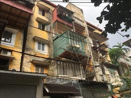 Di dời các hộ dân ra khỏi các nhà chung cư cũ nguy hiểm ở Hà Nội