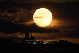 Phát hiện quan trọng về nước trên vùng sáng của Mặt Trăng