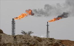 Dù giảm 2% vào phiên cuối, giá dầu thế giới vẫn tăng hơn 8% trong tuần qua