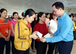 Tổng Liên đoàn Lao động Việt Nam hỗ trợ người lao động, nhân dân vùng lũ Hà Tĩnh