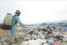Khử mùi bãi rác Nam Sơn bằng chế phẩm nhập khẩu