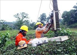 Nghệ An tập trung khắc phục sự cố lưới điện do mưa lũ gây ra