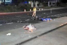 Xe máy va chạm ô tô tải trên đường Hồ Chí Minh, 2 người tử vong