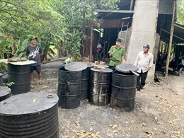Phát hiện cơ sở tái chế nhớt thải trái phép với số lượng lớn