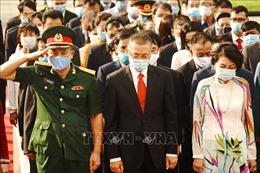 Dâng hương Đài Hữu nghị Việt Nam - Campuchia kỷ niệm 76 năm ngày thành lập Quân đội Nhân dân Việt Nam