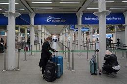 Thêm nhiều nước ngừng các chuyến bay tới và đến từ Anh