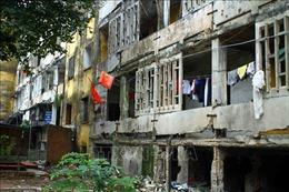 Bám trụ ở chung cư 'nứt toác' vì cho rằng đền bù chưa thỏa đáng