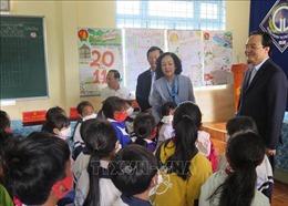 Trưởng ban Dân vận Trung ương thăm, tặng quà tại các điểm trường khó khăn tỉnh Kon Tum