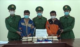 Bắt giữ 2 người nước ngoài mua bán, vận chuyển 90.000 viên ma túy tổng hợp