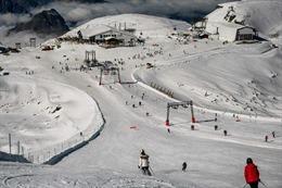 Pháp ngăn công dân ra nước ngoài trượt tuyết