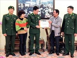 Trao ấn phẩm Hội Báo Xuân Canh Tý tặng một số đơn vị thuộc Bộ Chỉ huy Bộ đội Biên phòng