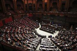 Chính phủ Italy tránh nguy cơ sụp đổ