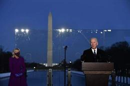 Tổng thống đắc cử Mỹ Joe Biden chủ trì lễ tưởng niệm nạn nhân dịch COVID-19 tại Washington