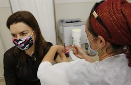 Israel dự tính tiêm vaccine phòng COVID-19 cho người dân cả ngày lẫn đêm