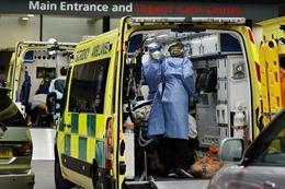 Số ca mắc COVID-19 trong ngày ở Anh lần đầu vượt 60.000 trường hợp