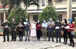 Trao chứng nhận hoàn thành cách ly tập trung cho 132 công dân Việt Nam về từ Anh