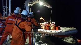 Lai dắt tàu cá cùng 7 thuyền viên gặp nạn về bờ an toàn