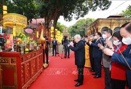 Tổng Bí thư, Chủ tịch nước dâng hương và trồng cây lưu niệmtại Hoàng Thành Thăng Long