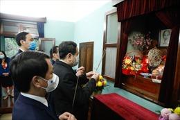 Chủ tịch Ủy ban Trung ương MTTQ dâng hương tưởng nhớ Chủ tịch Hồ Chí Minh