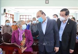 Thủ tướng tặng quà Tết gia đình chính sách và hộ nghèo tại Quảng Nam