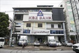Các ngân hàng Myanmar nối lại dịch vụ tài chính