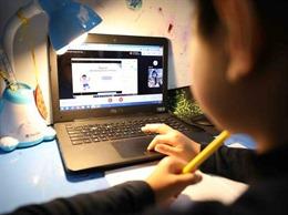 Nhiều địa phương cho học sinh học online, hạn chế hoạt động đông người