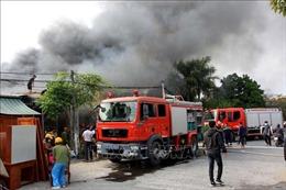 Hỏa hoạn thiêu rụi một cơ sở sản xuất nệm sofa
