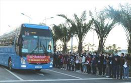 Khởi hành các chuyến xe đưa người lao động về quê đón Tết