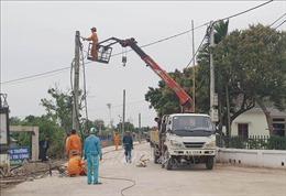 Phản hồi thông tin của TTXVN: Ninh Bình di dời hàng cột điện giữa lòng đường