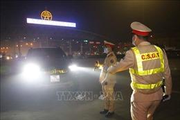 Ra quân kiểm soát ma túy, nồng độ cồn cùng Cảnh sát Giao thông lúc 0 giờ