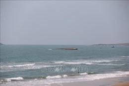 Hai đội người nhái lặn khảo sát hiện trạng tàu chìm tại Mũi Né