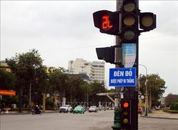 Tiềm ẩn nguy cơ mất an toàn giao thông từ biển chỉ dẫn phụ 'Đèn đỏ được phép đi thẳng'