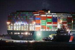 Hàng tỷ USD lênh đênh trên biển do tắc kênh đào Suez