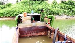 Liên tiếp phát hiện tàu, thuyền khai thác cát trái phép trên sông Long Đại