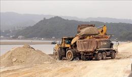 Đề nghị kỷ luật ba cán bộ xã trong vụ việc đổ trộm đất, lấn chiếm vịnh Bái Tử Long